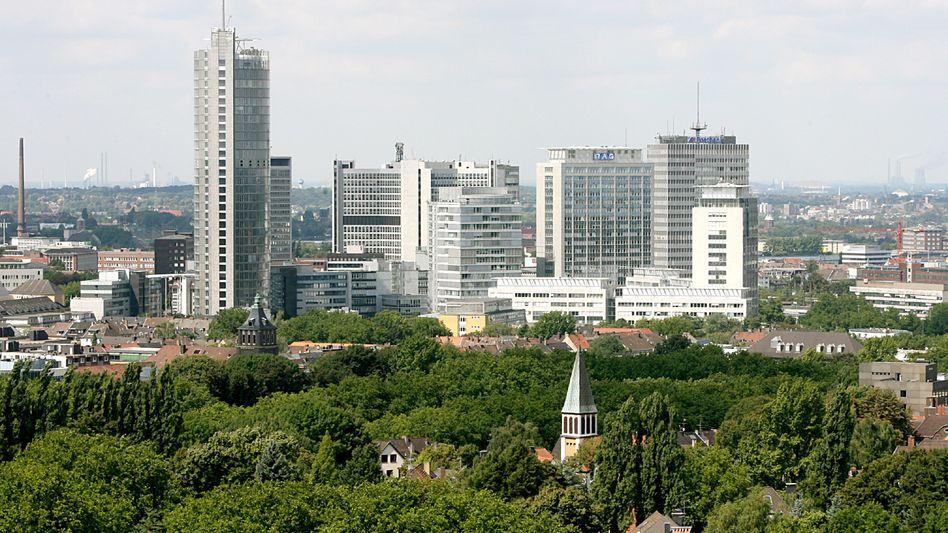 """Skyline von Essen mit den Zentralen von RWE (l.), RAG (2.v.r.) und Fortis: """"Andere Städte würden sich die Finger nach den großen Unternehmen lecken"""""""