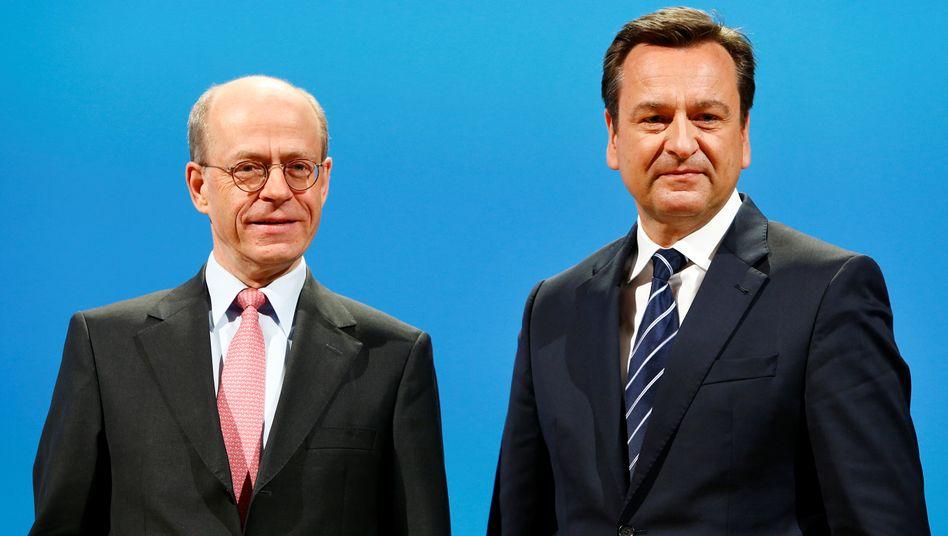 Chefwechsel: Joachim Wenning (rechts) übernimmt von Nikolaus von Bomhard