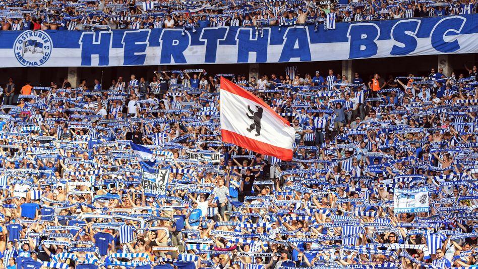 Hertha-Fans im Stadion: Mit Millionen von Investor Windhorst soll der sportliche Erfolg (wieder-)kommen.