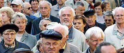 Renten steigen kaum: Nach drei Nullrunden haben Deutschlands Rentner im Jahr 2007 0,54 Prozent mehr bekommen. In diesem Jahr könnte die gesetzliche Rente um 1 Prozent steigen.