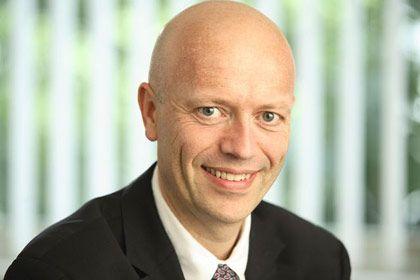 Luc Wathieu ist Professor und Associate Dean of Faculty an der ESMT European School of Management and Technology in Berlin. Sein Fachgebiet ist Marketing mit den Schwerpunkten Konsumentenverhalten und Marketingstrategien. Wathieu untersucht, wie Firmen Kundenbindungen aufbauen sowie die Zahlungsbereitschaft der Käufer aufrechterhalten können.