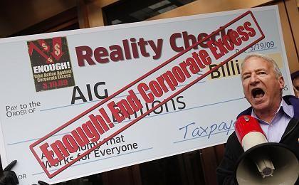 Wütender Protest: Ein Mann demonstriert vor einem AIG-Gebäude gegen die Bonuszahlungen von AIG-Managern.