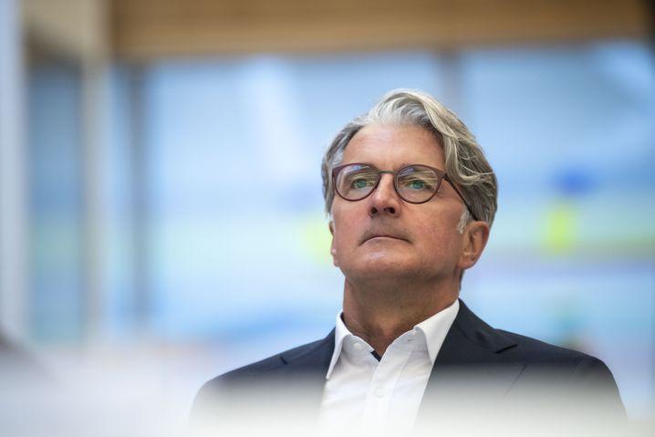 Prozessbeginn im neuen Look: Rupert Stadler im Gerichtssaal