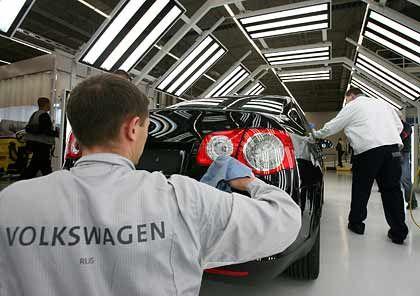 Deutliches Absatzminus: Volkswagen verkaufte im vergangenen Jahr wie die meisten anderen großen Autohersteller merklich weniger Fahrzeuge in der Bundesrepublik