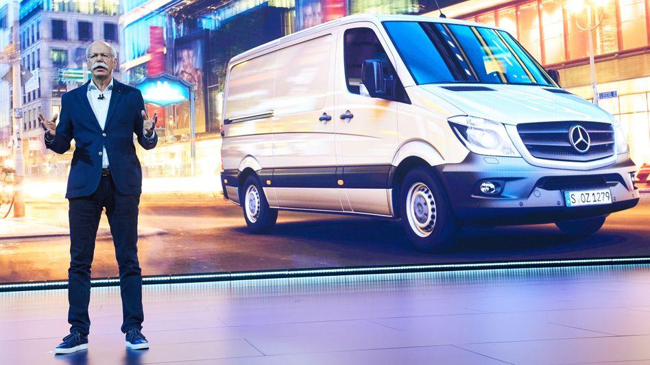Daimlers neuer Sprinter: Dieter Zetsche und Tesla-Chef Elon Musk sprechen über mögliche gemeinsame Projekte bei elektrischen Lieferfahrzeugen
