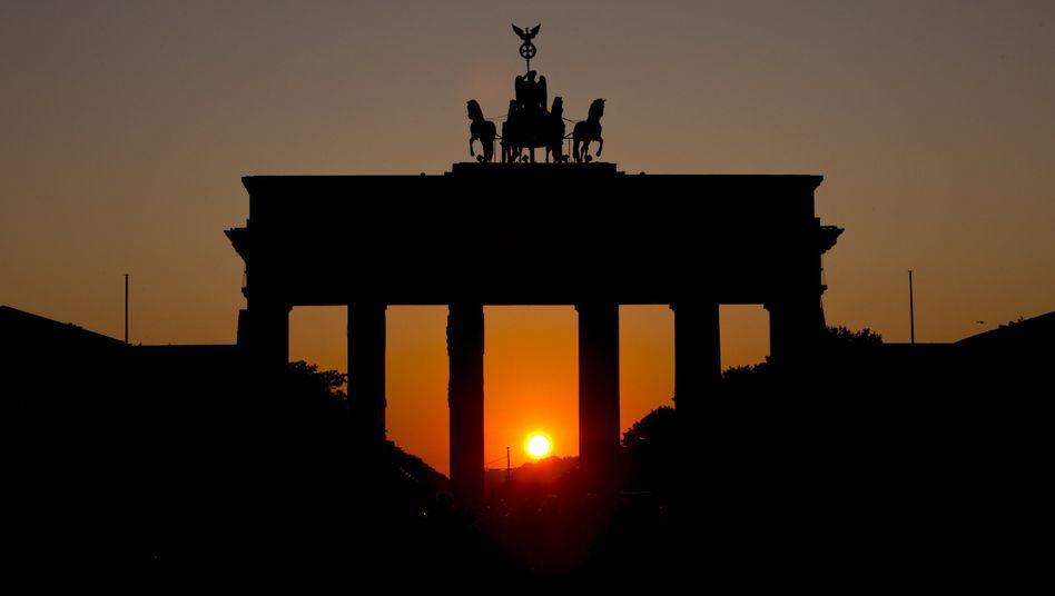 Brandenburger Tor: Deutsche Gebietskörperschaften reduzieren Defizit nun sehr gering