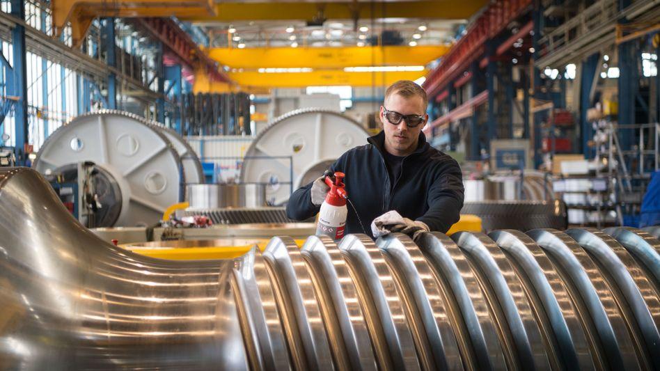 Beschäftigter im Maschinenbau: Die gute Konjunktur sorgt für viele Jobs.