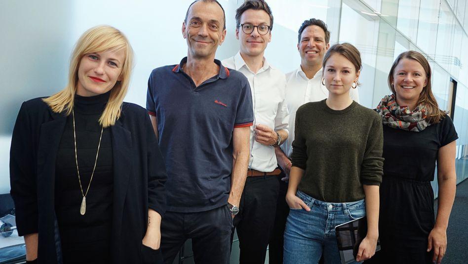 Die premium-Entwickler (v.l.): Judith Mohr (Creative Director), Martin Noé (Chefredaktion), Lukas Heiny (Teamleiter premium), Sven Clausen (Chefredaktion), Alexandra Grünig (Design), Corinna Scheying (Redaktion)