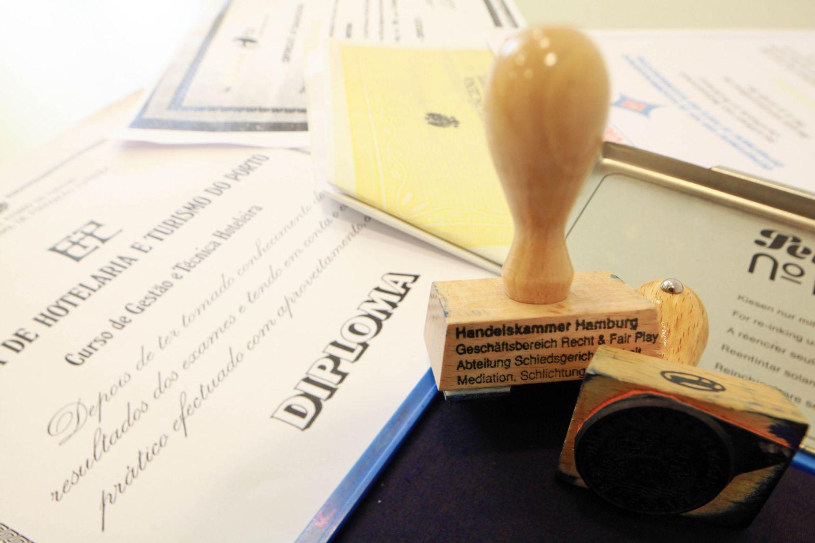 KaSP Büro Fachkräftebedarf Diplom Stempel SYMBOLBILD