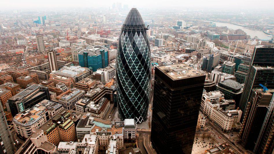 Swiss Re Gebäude in London (The Gherkin): Verkauf von ReAssure an den britischen Konkurrenten Phoenix