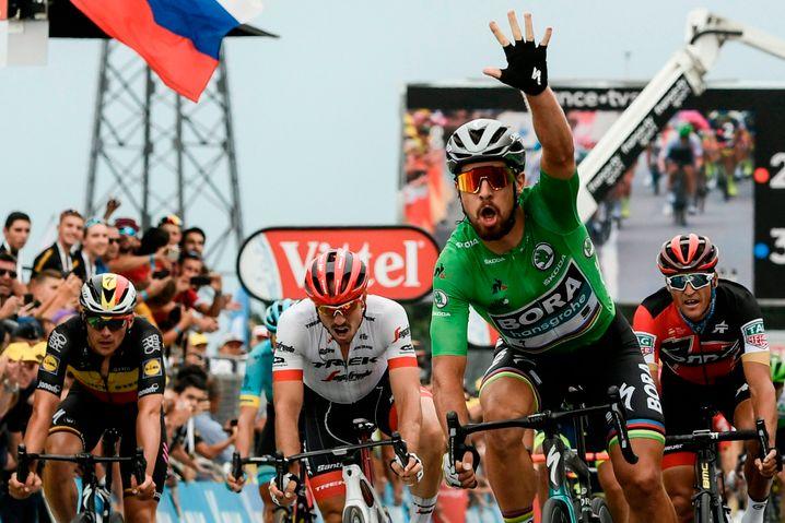Rad-Superstar Peter Sagan (in grün) vor dem deutschen Sprinter John Degenkolb (in weiß)