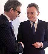 Goldener Handschlag: Esser (rechts), Gent