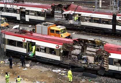 Terror in Europa: Ein zerfetzter Waggon in Madrid