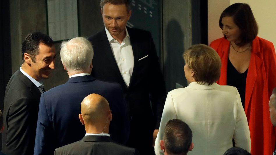 Christian Lindner, blütenweißes Hemd, am Freitag vor den Koalitions-Sondierungs-Vorgesprächen.