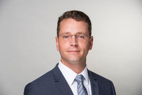 Kritik an Banken: Verbraucherschützer Niels Nauhauser