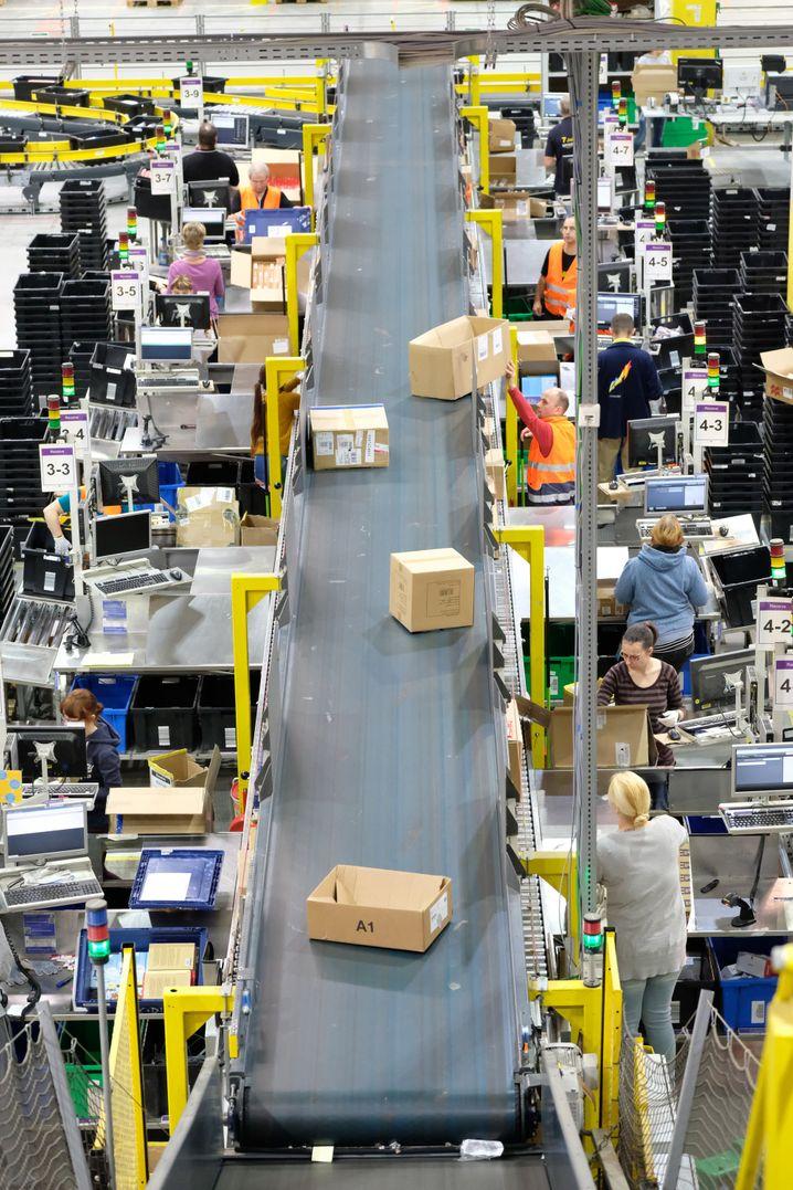 Im Zuge des Lockdowns schafft der Internet- und Versandhandel ein Umsatzplus von 24,2 Prozent