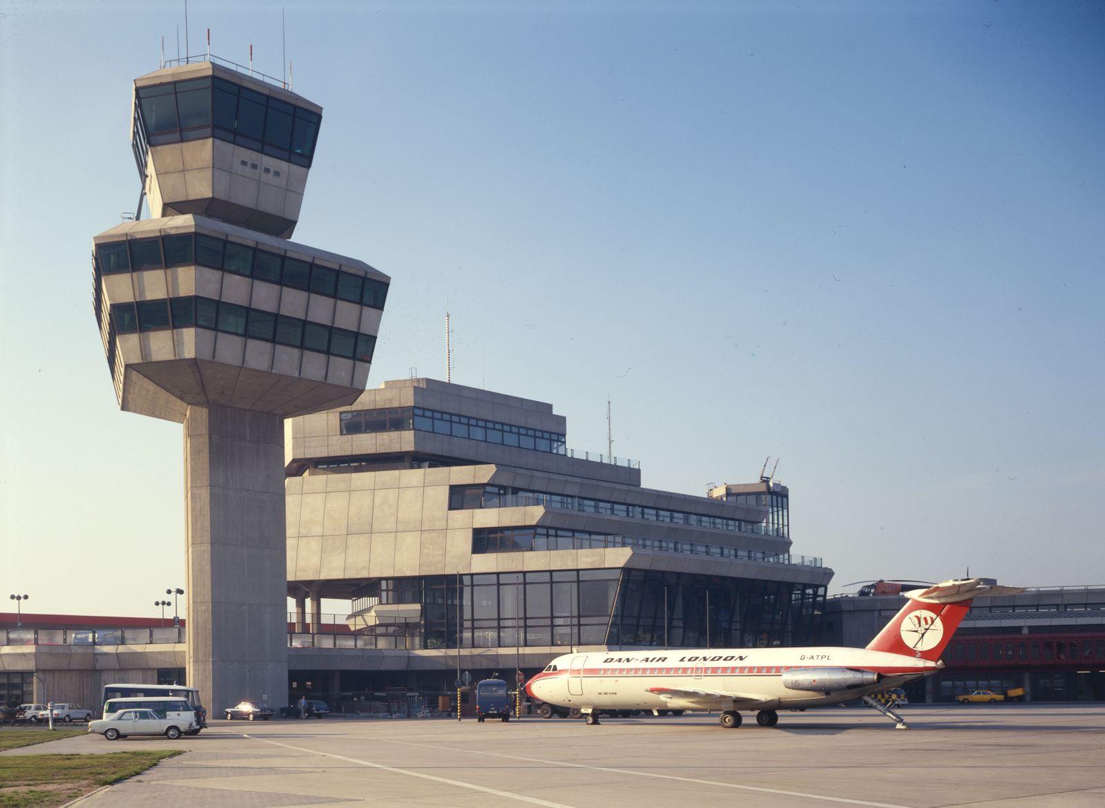 BUCH TXL. Berlin Tegel Airport / Drive to Your Gate / Seite 50-31, Bild 39