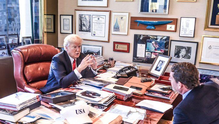 So arbeiten Chefs: Weltlenker am überfüllten Schreibtisch