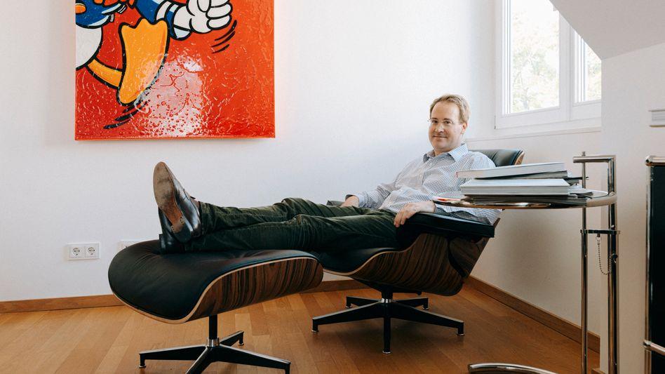 Out of Westend: Sein Dachgeschossbüro teilt sich Thomas Schweppe mit seiner Mitgründerin – und Donald Duck