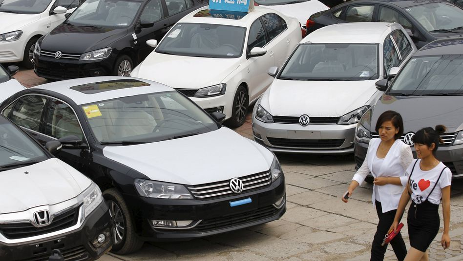 Autos von Volkswagen bei einem Händler in China