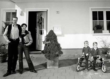 Wünscht sich den Ausstieg mit 60: Detlef Sieverdingbeck mit seiner Frau und seinen vierjährigen Zwillingen