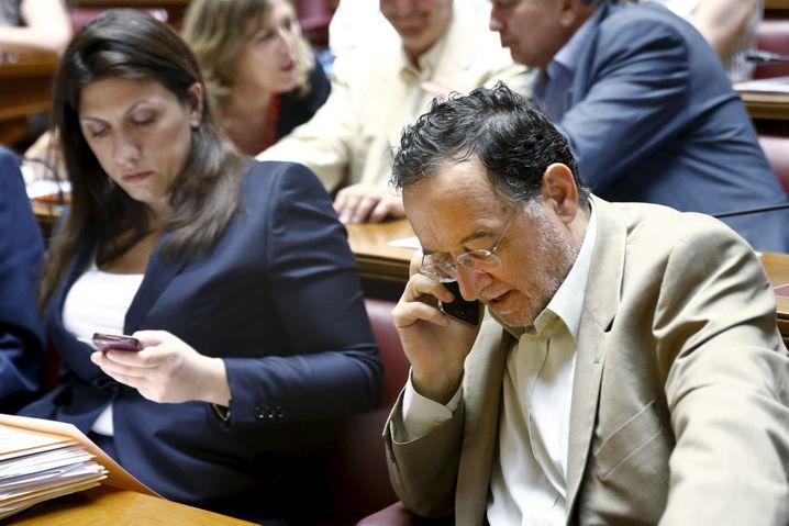 Plan B in letzter Minute: Ex-Energieminister Lafazanis, hier neben der ebenfalls gegen Parteichef Tsipras opponierenden Parlamentspräsidentin Zoi Konstantopoulou