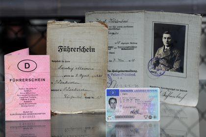 Historische Lappen:Erst seit 1999 gibt es den Führerschein im Scheckkartenformat
