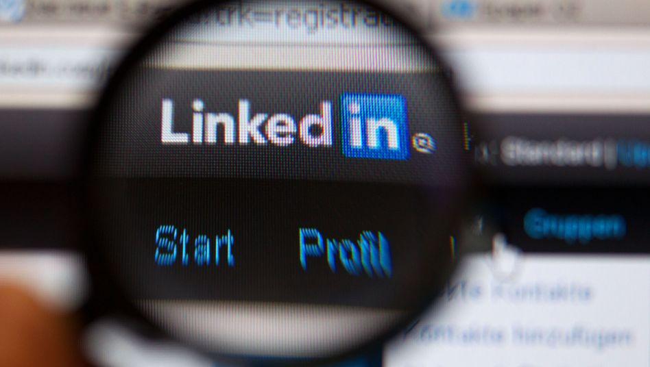 LinkedIn: Erwartungen übertroffen, doch nach einem verhaltenen Ausblick verliert die Aktie binnen Minuten fast die Hälfte ihres Wertes