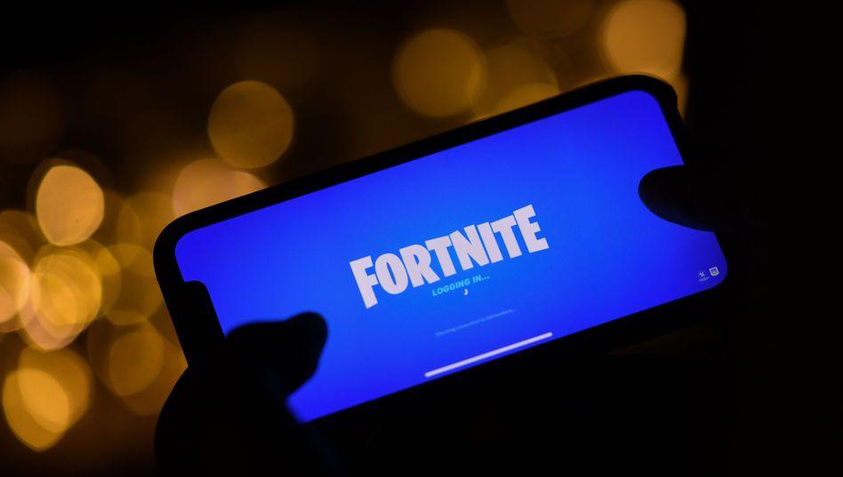 """""""Fortnite"""" auf dem Smartphone: Entwickler Epic und Apple streiten über die Umsätze, die mit dem Spiel gemacht werden"""