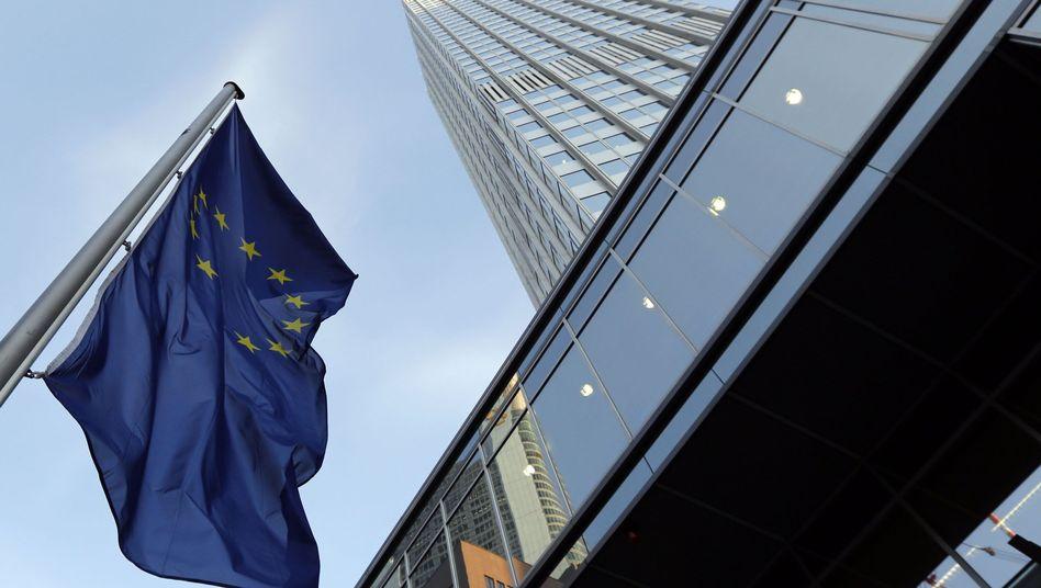 EZB-Zentrale in Frankfurt: Der idealtypische Notenbanker ist unsichtbar. Er ist zuständig für das reibungslose Funktionieren des Zahlungsverkehrs, es ist ihm aber verboten, staatliche Haushalte direkt zu finanzieren.