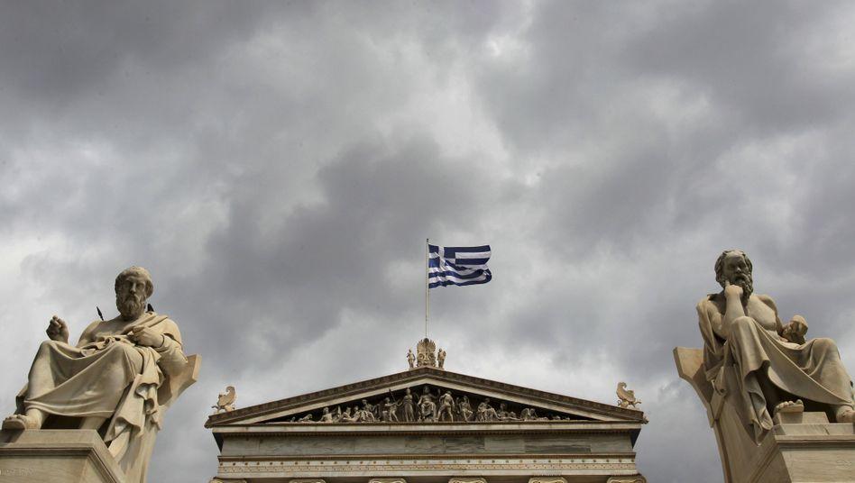 """Dunkle Wolken über Griechenlad: Der hochverschuldete Staat bangt wegen des """"IWF-Gate"""" um die geplante 12-Milliarden-Tranche des Internationalen Währungsfonds"""