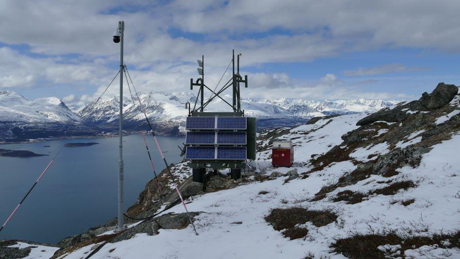 SFC Energy: Aus dem Start-up ist inzwischen eine börsennotierte Firma geworden, die erfolgreich Methanol- und Wasserstoffbrennzellen anbietet. Im Bild eine mit Brennstoffzellen betriebene seismische Messstation für EFOY.