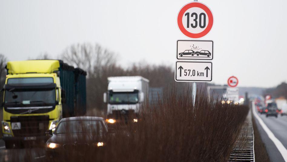 Heiß diskutiert: Wie schnell sollten Autos in Deutschland fahren dürfen?