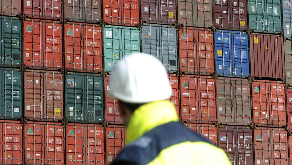 Container bereit für den Export: Im Mai fielen die Exporte überraschend stark