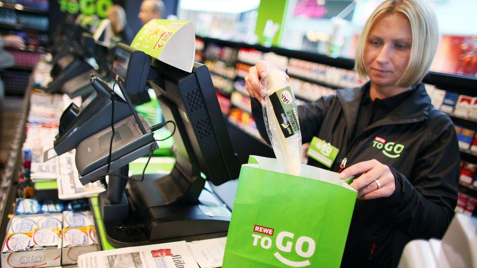 """Verzehrfertige Produkte """"to go"""": Lebensmittelhändler starten Offensive mit neuem Konzept"""