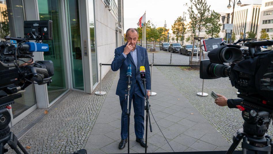 Allein auf weiter Flur: Friedrich Merz, Kandidat für die Kanzlerkandidatur der CDU, muss jetzt bis zum Frühjahr auf den entscheidenden Parteitag warten