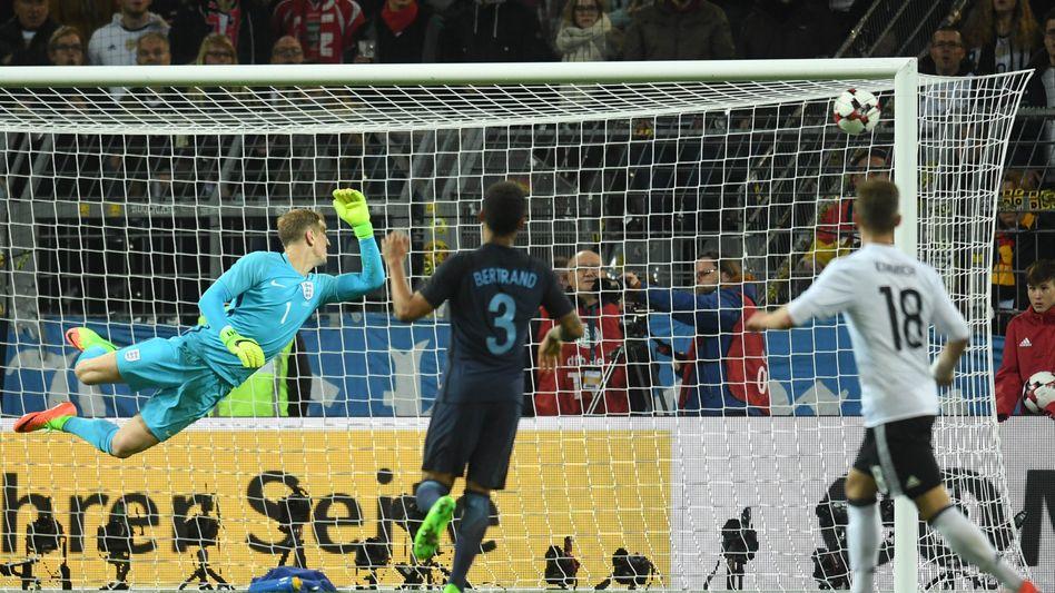 Deutschland -England: Podolskis Abschiedsspiel endete 1:0. Im britischen Abschiedsspiel aus Europa sind bereits vor dem Schlusspfiff einige Eigentore gefallen