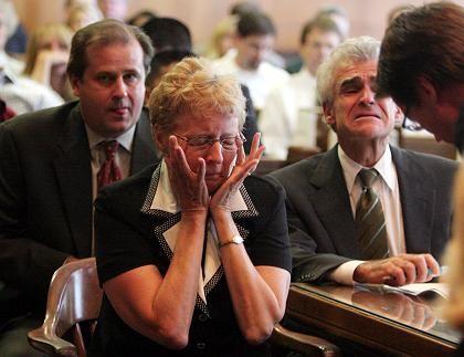 Vioxx-Prozess: Carol Ernst, die Witwe eines Vioxx-Patienten (hier mit ihren Anwälten), bekam insgesamt mehr als 250 Millionen Dollar zugesprochen