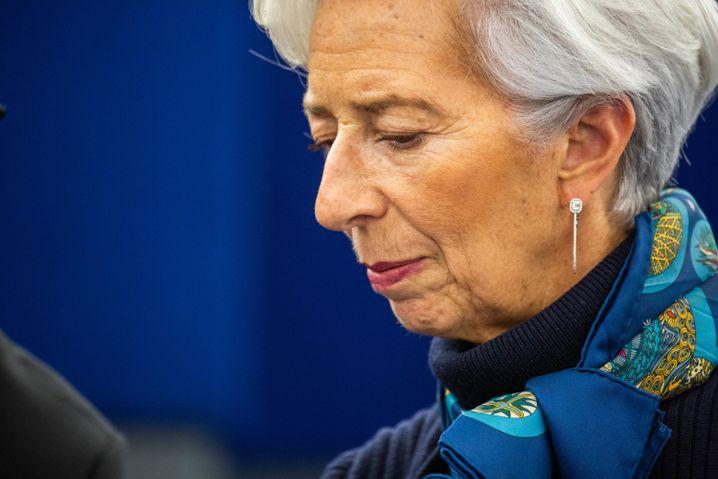 Christine Lagarde, Präsidentin der Europäischen Zentralbank, leitet Maßnahmenpaket gegen wirtschaftliche Folgen der Coronavirus-Krise ein
