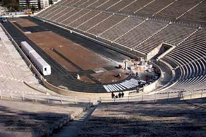 Panthinaikos Stadion: Mal müssen nur die unteren Ränge beschallt werden, mal alle 70.000 Plätze
