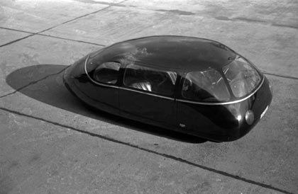 """Schnittig wie ein Stück Seife:Karl Schlör baute 1939 dieses aerodynamische Auto, das als """"Göttinger Ei"""" Berühmtheit erlangte"""
