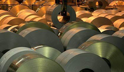 Schwere Stahlrollen: Der weltweit zweitgrößte Stahlhersteller Nippon Steel scheint besonders unter der Absatzkrise der Autoindustrie zu leiden