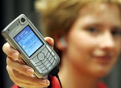 Musik aus dem Handy: Telefonieren wird bei vielen neuen Modellen (hier Nokia 6680) zur Nebensache