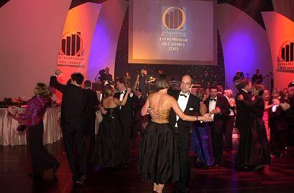 Es darf getanzt werden: Party-Stimmung in der Frankfurter Alten Oper