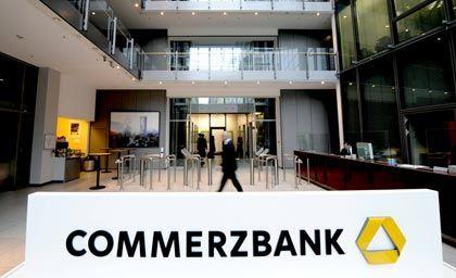 Gemeinsames Logo: Die Commerzbank hat Ärger mit Ex-Managern der Dresdner