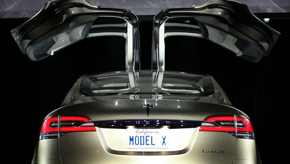 Model X: Auch Versionen des geländegängigen Elektro-SUV aus den Jahren 2016 bis 2018 soll Tesla zurückrufen