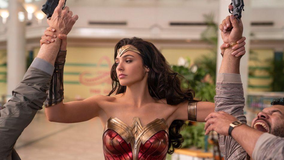 """Blockbuster: Szene aus """"Wonder Woman 1984"""" mit Gal Gadot - der Filmstart wurde wegen geschlossener Kinos verschoben und landet jetzt zeitgleich im Streaming."""