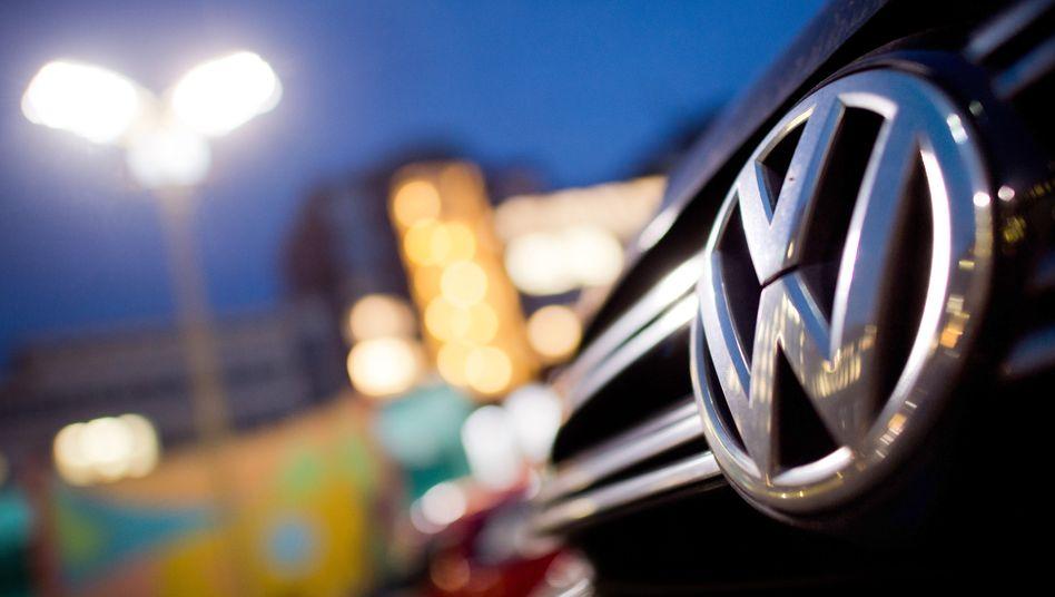VW verkaufte im ersten Quartal weltweit 1,3 Prozent weniger Autos, im März beschleunigte sich der Absatzrückgang. Nur in China wächst die Kernmarke - und damit die Abhängigkeit von der Volksrepublik