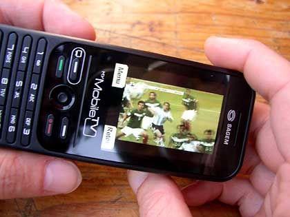 Heute noch eine Rarität: Fernsehen auf dem Handy soll in Zukunft Alltag sein