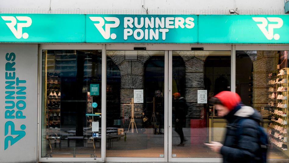 Filiale von Runners Point in Hamburg: Die Laufschuhkette mit ihren 81 Filialen - die meisten davon in Deutschland soll vom Markt verschwinden.